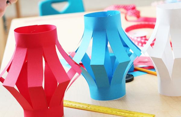 Как сделать из цветной бумаги фонарик своими