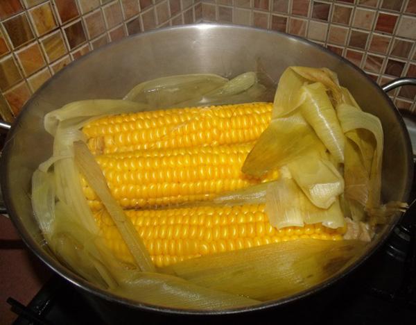 Как сварить кукурузу початком