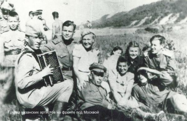 шел солдат вдоль берега крутого слушать
